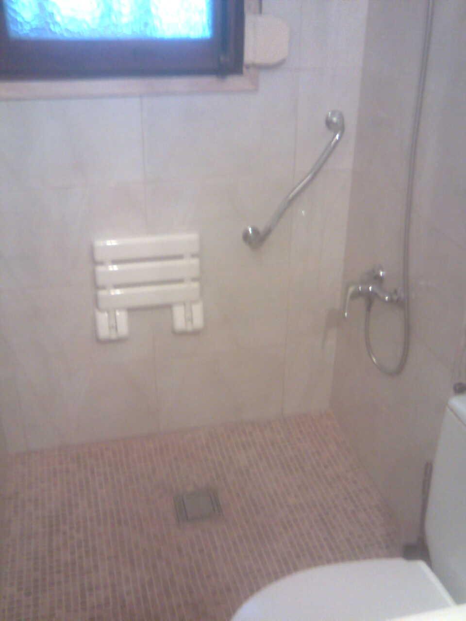 Baño Adaptado Para Personas Mayores:ULTIMA COLOCACION DE PLATOSPACIO EN BAÑO ADAPTADO PARA MINUSVALIDO