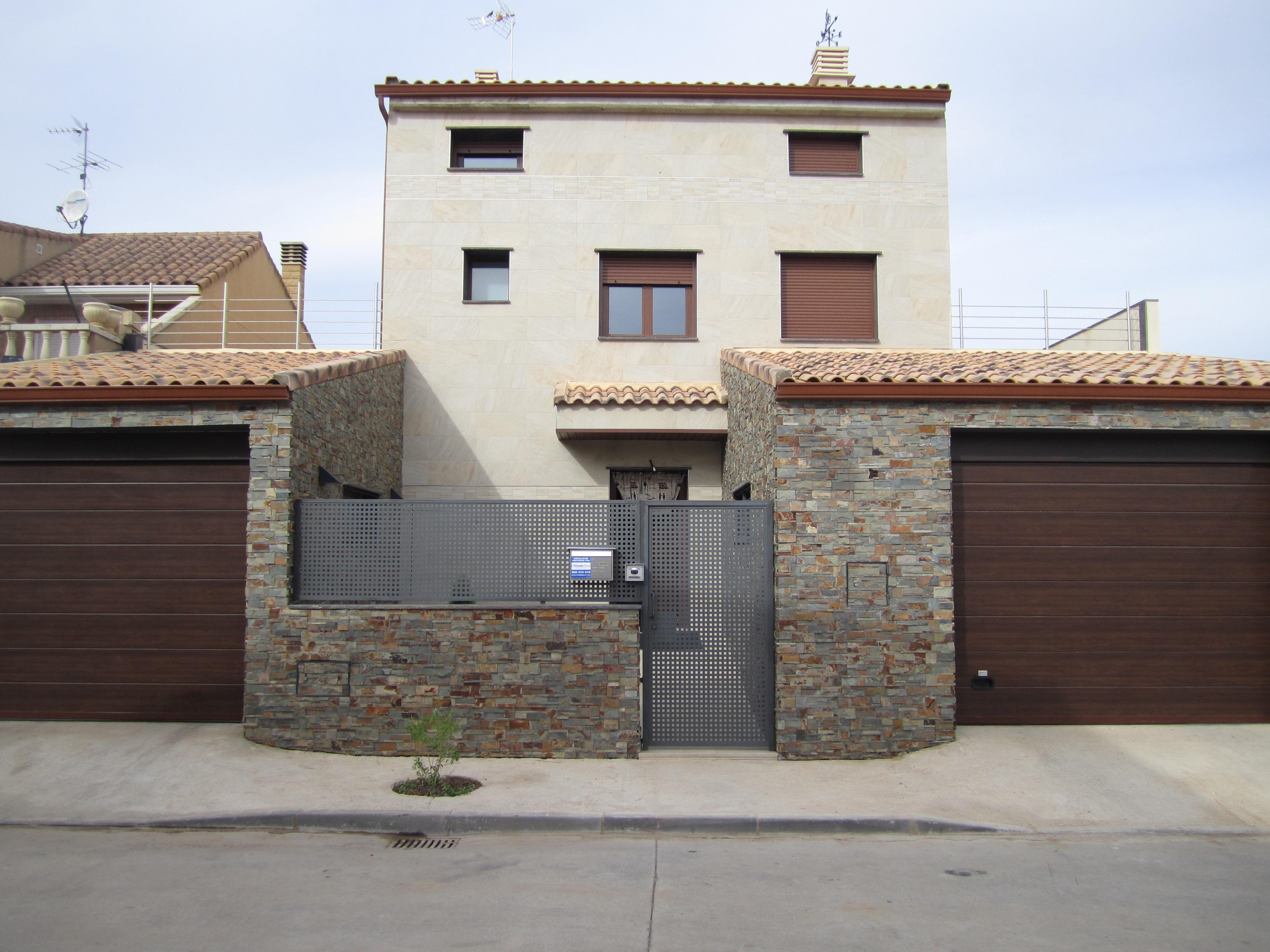 Revestimiento de fachada en cuarcita y mamposteria - Revestimiento fachadas piedra ...