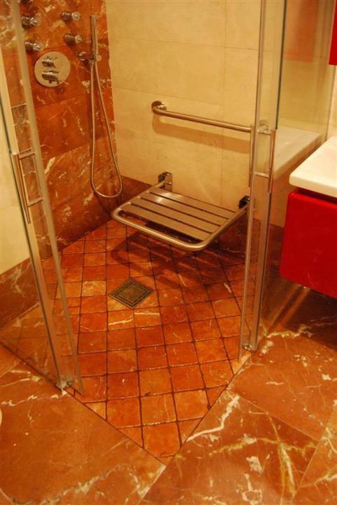 Baño Reformado Ducha:Baños adaptados y sistemas de duchas a ras de suelo